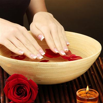 apple-nail-salon-luxury-mani